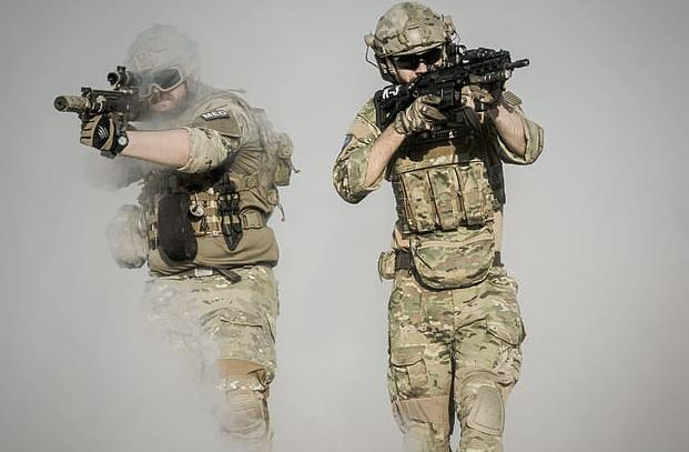 a hadseregben nincs erekció)
