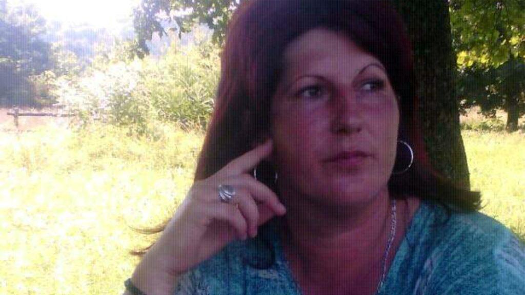 nő beszúrja a péniszét)