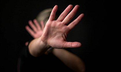 Leharapta a támadója péniszét, majd seggbe szúrta őt a saját késével egy nő