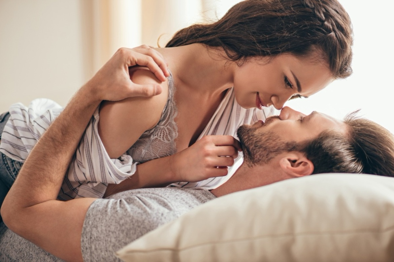 az erekció stimulálása egy férfiban)