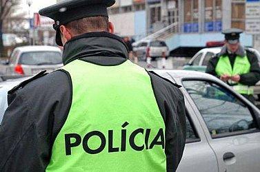 egy rendőr péniszét)