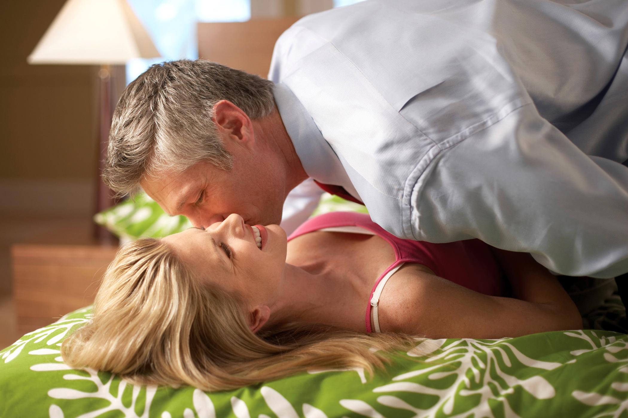 erekció csók után)