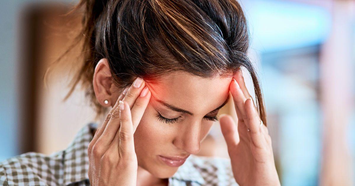 éles fejfájás erekcióval