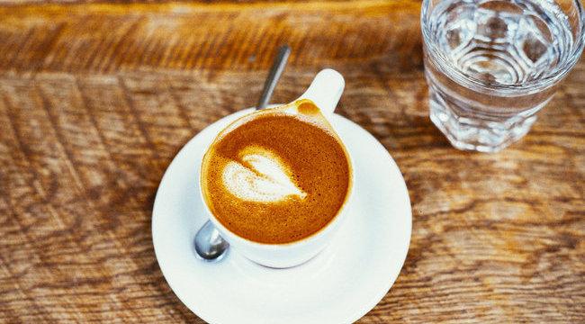 Napi két csésze kávé hatásos lehet a merevedési zavar ellen