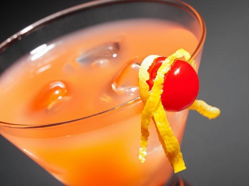 A férfiak koktélok alkoholosak. A legjobb férfi alkoholos koktélok. Régi egzotikus receptek
